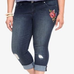 TORRID | DISTRESSED | EMBROIDERED CROPED JEANS
